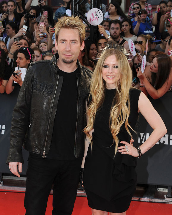 avril-lavigne-chad-kroeger-married-wedding-celebrity-weddings-0429-h724