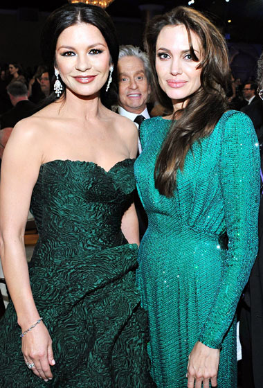 1330015764_catherine-zeta-jones-angelina-jolie-michael-douglas-lg